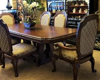 Dining table with 6 chairs. Pristine condition.