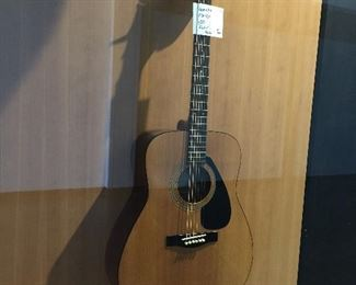 Yamaha 401 acoustic dreadnaught plays good!