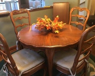 Dinette set with two large leaves