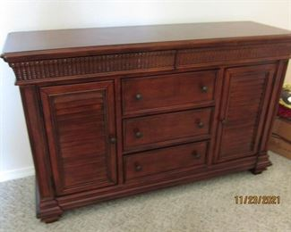 BEAUTIFUL BUREAU FOR BEDROOM OR SIDEBOARD FOR DR FOR STORAGE