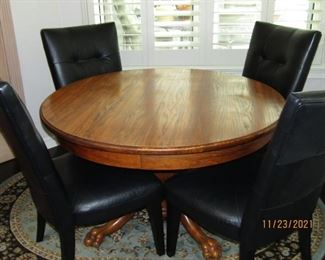 BEAUTIFUL ROUND TABLE WITH AN ADDITIONAL LEAF TO MAKE IT AN LONGER TABLE..