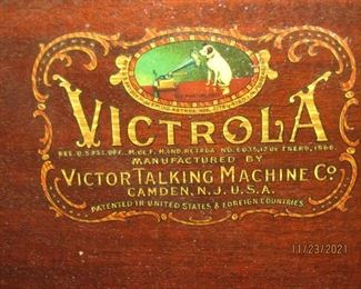 YES THERE IS AN AUTHENTIC VICTROLA UNIT.. THE CABINET, THE CRANK AND EVERYTHING WORKS.. IT IS A NICE CABINET AT WELL...