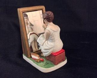 Norman Rockwell Porcelain Figurine Day Dreamer NRP-902.
