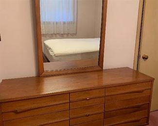 Lane Mid Century Dresser w/mirror