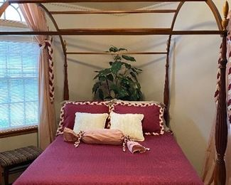 ELDRED WHEELER CANOPY BED