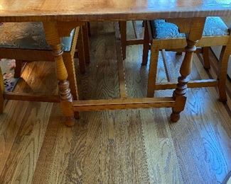 ELDRED WHEELER BURLED MAPLE KITCHEN TABLE AND 4 CHAIRS