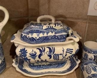 $250~OBO~BLUE WILLOW TUREEN