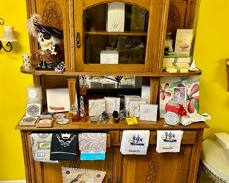 Antique hutch with upper and lower cabinets