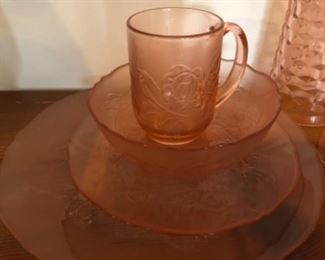 Pink depression glass, 8 place settings