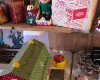 Vintage toys, Tin toys, farm with all accessories, Peanuts, Coke, lunchbox