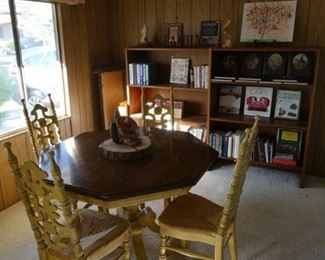 Dining table, 4 chairs and two extra leaves $100