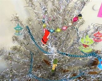 OUR VINTAGE ALUMINUM TREE SHOWING OFF, ALONG WITH A WHITE POM POM STYLE AND A WORKING COLOR WHEEL UNDER WE HAVE SOME VINTAGE SETS OF LIGHTS, MOST WORK ONE OR TWO MAY NEED A BULB WHICH WE HAVE PLENTY OF.