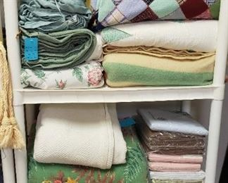 quilts, linens