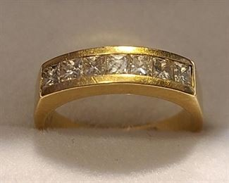 18k wedding ring with dia $725