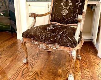 Fantastic chair beautiful carving--like new!