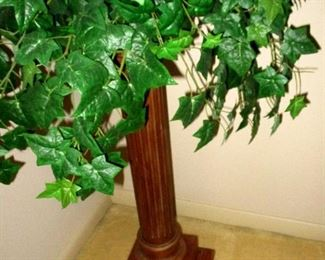 Pedestal with faux ivy