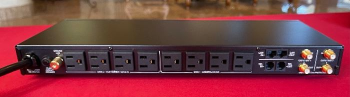 Panamax MR4300 Power Conditioner Surge protector2x17.8.5inHxWxD