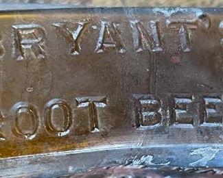 Antique Bryant's Root Beer Extract Bottle4.5x1.5x1.5inHxWxD