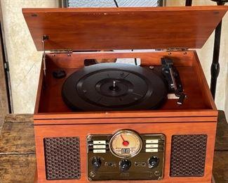 Innovative Technology Nostalgic  CD/Turntable/AM/FM radio