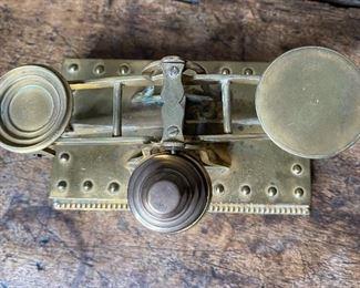 Antique Brass Balance Scale2.5x6.4inHxWxD