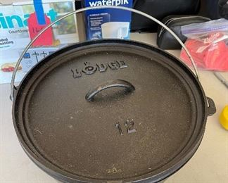 Lodge USA 12'' Cast Iron 3 Footed Dutch Oven Camp Pot w/Lid12 in.