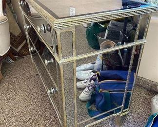 Mirror 3 drawer dresser42in x 19in x 35in