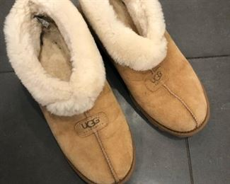 Men's size 10 UGG slippers