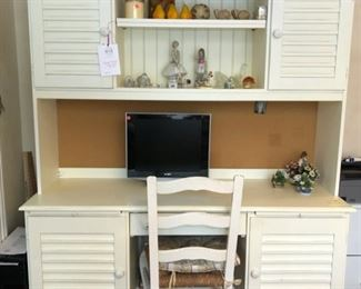 Legacy Classic Desk/Hutch and computer