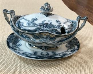 Royal Staffordshire Iris Blue Sauce Boat with lid and underplate (underplate has a chip). Photo 1 of 2