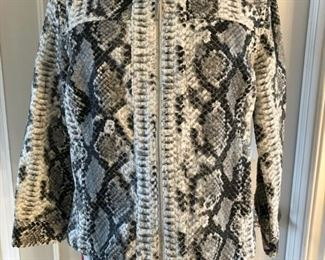 Hearts of Palm size 6 faux snake print zip front jacket