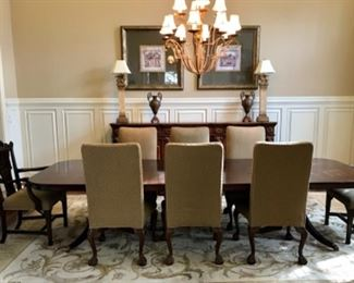 Dining table with 2 leaves, 2 captain chairs, and 6 parsons chairs