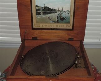 Wonderful Polyphon with 7 Original Records
