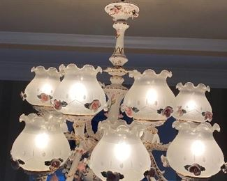 Top view with the wire cover by the authenticity of the porcelain casing of this beautiful chandelier.