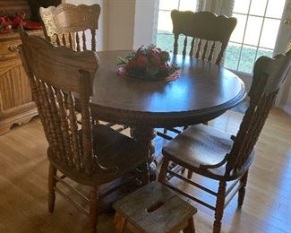 Oak table and 4 chairs 125.00