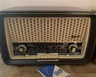 Blaupunkt Grundig Roma Model 2510  tube radio