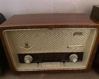 Grundig Majestic Model 2088 tube radio