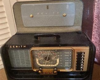 Zenith Trans-Oceanic tube short wave multi-band radio in suitcase style portable built-in carrying case
