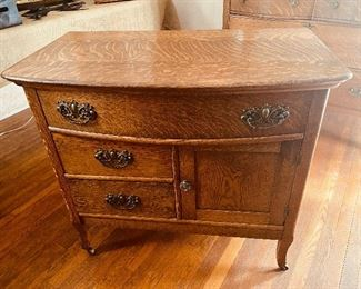 American quartersawn/Tiger oak wash stand/chest of drawers