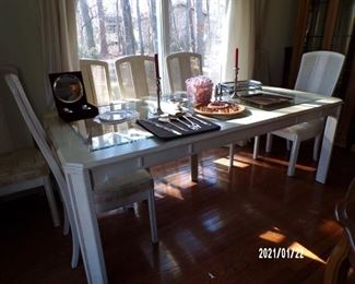 dining table w/2 leaves & 8chairs