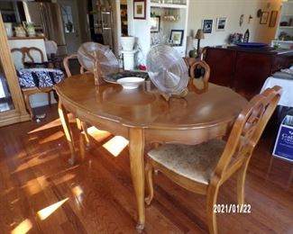 closeup dining room table w/6chairs, pads & leaf