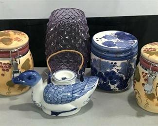 https://www.ebay.com/itm/124551935420KG015 MISC LOT OF JARS AND POTS 3 CERAMIC JARS, 1 GLASS VASE, 1 CERAMIC TEAPOT Buy-it-Now  $19.99