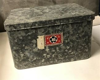 https://www.ebay.com/itm/124551935422LAR9038 Vintage Galvanized Chinese Import Box Local Pickup Buy-it-Now  $19.99