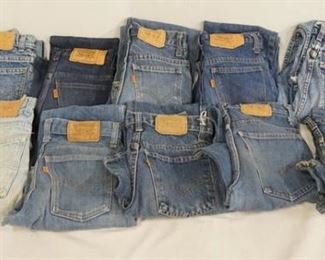 1005LOT OF TEN PAIRS OF VINTAGE USA MADE LEVI STRAUSS & COMPANY JEANS W/ ORANGE TABS. SIZES ARE; 28 X 28, 25 X 28, 25 X 29, 28 X 32, 29 X 30, TWO ARE SIZE 26 X 32 & TWO ARE SIZE 28 X 30. VARYING DEGREES OF WEAR