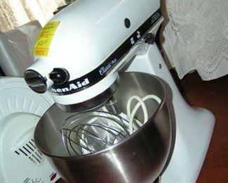 Kitchen Aid mixer like new