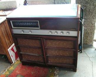 RCA  AM--FM radio record player working