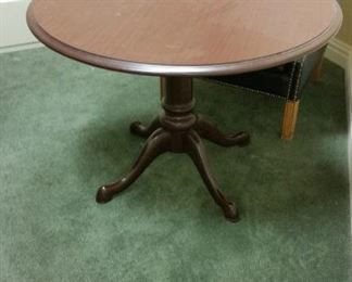 "Round table (42"" diameter) ~ $100   <Location: Ridgewood, NJ>"