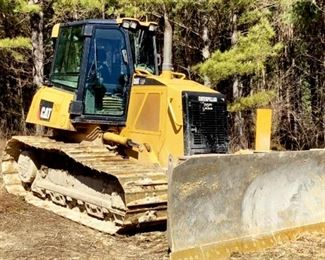 "Located in: Ringgold, Georgia Yr 2013 MFG Caterpillar Model D6K LGP Dozer PIN - CAT00D6KHDHA01653 Hours - 4,681 Blade Width - 10'W Diesel 30"" Wide Tracks Runs and Operates"
