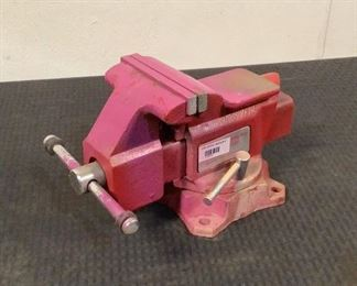 """Located in: Chattanooga, TN MFG Reed Model 24 1/2 C 4-1/2"""" Swivel Bench Vise 4-1/2"""" *Sold As Is Where Is*  SKU: H-2-B"""