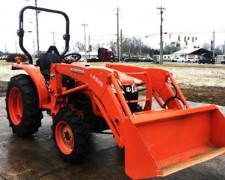 Located in: Tullahoma, TN Yr 2020 MFG Kubota Model L2501D Ser# KBUL6DDRVL8BA2259 Tractor 4WD Hours: 58 Driveline: 4 x 4 Transferable Dealer Warranty on Power Train through 7/24/26 Attachment: Kubota LA525 Front Loader w/ Bucket Attachment: 60 In. Width Engine: Kubota Engine Model: D1703-M-DI-EF03 Engine Displacement: 1.7 L Engine Family: LKBXL01.7ECB Power: 18.2 Fuel: Diesel Transmission: Manual Speeds: Hi & Lo 4Speeds + Reverse PTO: 540 PTO Front Tires: 7.2-16 Rear Tires: 11.2-24 Features: 2 Mid-Mount Remotes 3-Point Hitch Drawbar **Sold as is where is**  CCR14608 Runs and Operates