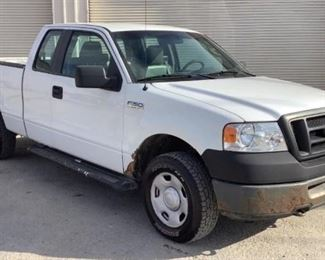 VIN 1FTPX14V78KD35455 Year: 2008 Make: Ford Model: F-150 Trim Level: XL Ext. Cab Engine Type: 5.4 Triton Transmission: Automatic Miles: 271,746 Color: White Driveline: 4WD Located In: Chattanooga, TN Operational Status: Runs and Drives Power Locks Power Mirrors Power Windows Vinyl Interior *Makes a Grinding Noise While Under Power. Possible Transmission Issue* **Sold on WI Title** **Sold As Is Where Is**  2-22
